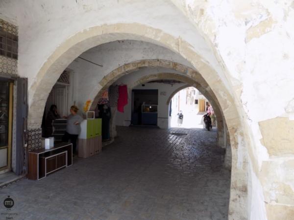 """Le passage sous-voûte jouxtant la Grande mosquée (Crédit Photo: Team """"mangeons bien"""")"""