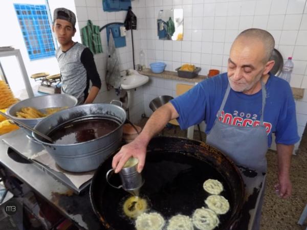 Le maître pâtissier, Taher Ben Sassi (Crédit Photo: Abdel Aziz HALI - mangeonsbien.tn)