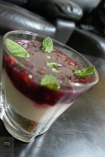 "Verrine de ""cheesecake"" (Crédit Photo: chef Wiem KOUKI - mangeonsbien.tn)"